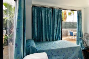 SZ 4 Bett und Schreibtisch Ferienhaus Adeje Teneriffa