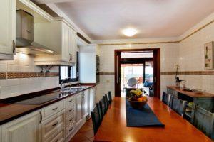 Küche mit Esstisch Ferienhaus Adeje Teneriffa