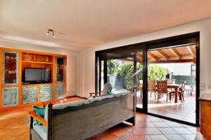Wohnzimmer und Terrasse Ferienhaus Adeje Teneriffa