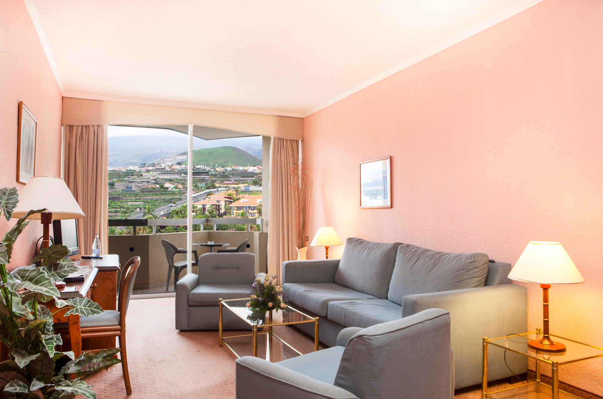 Wohnzimmer Gartenblick Ferienwohnung Hotel Maritim