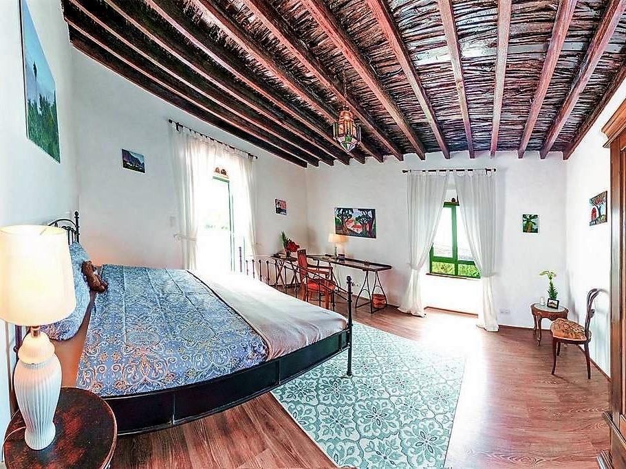 Bett und Fenster Ferienhaus San Juan de la Rambla Teneriffa Nord