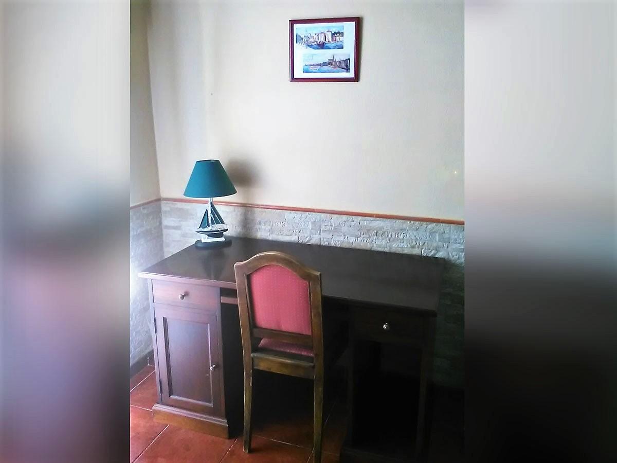 Studio mit Pool La Romantica Schreibtisch