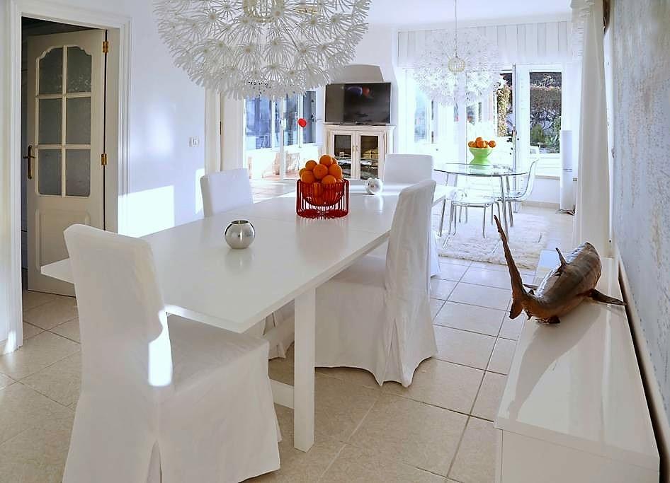 Villa mit Privatpool Teneriffa Nord Esstisch