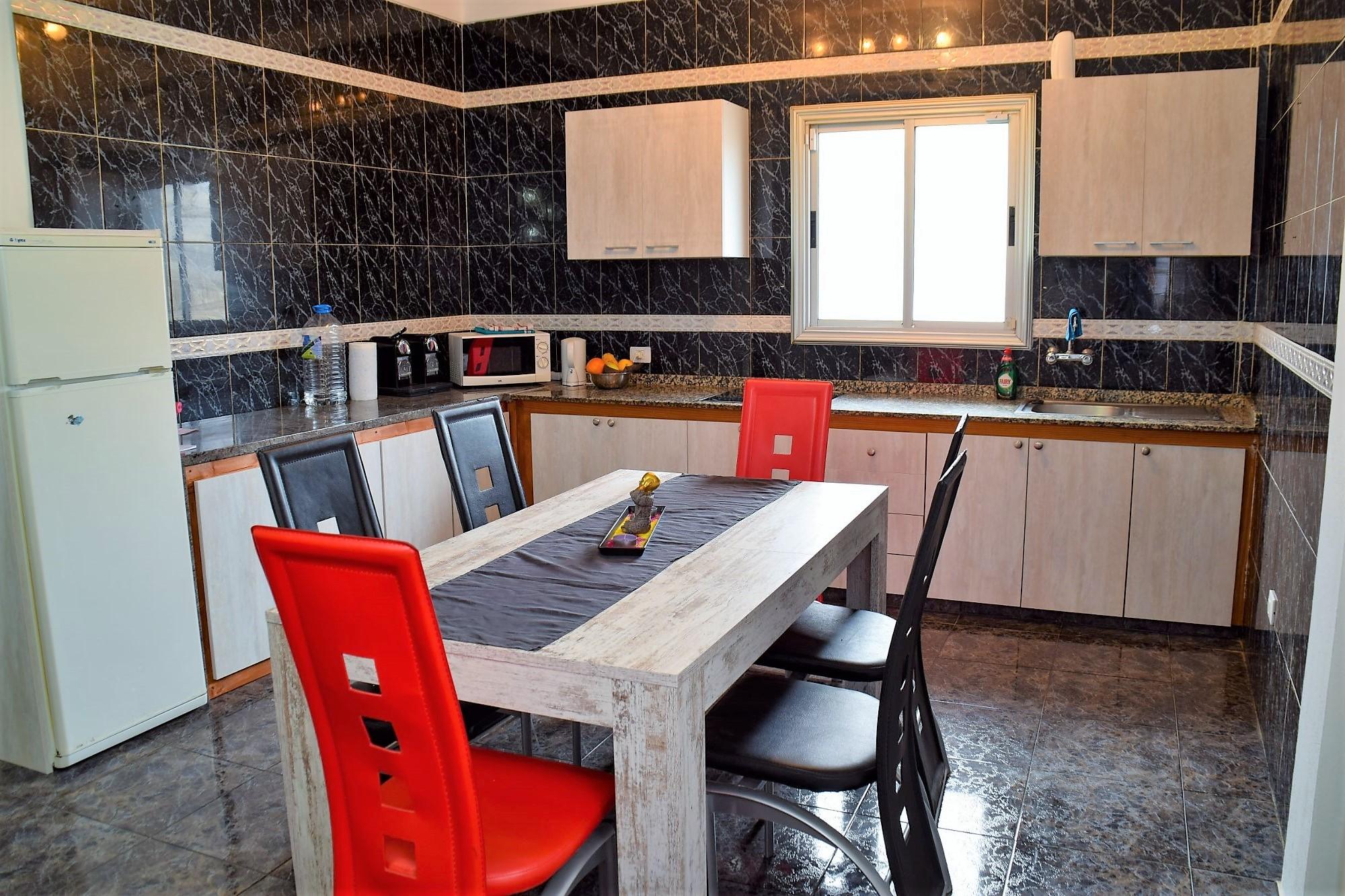 Ferienwohnung El Médano am Strand - La Caleta - Küche komplett