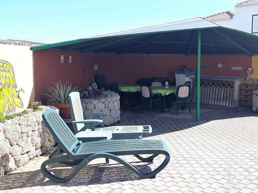 Ferienhaus in Abades Terrasse mit Möbeln