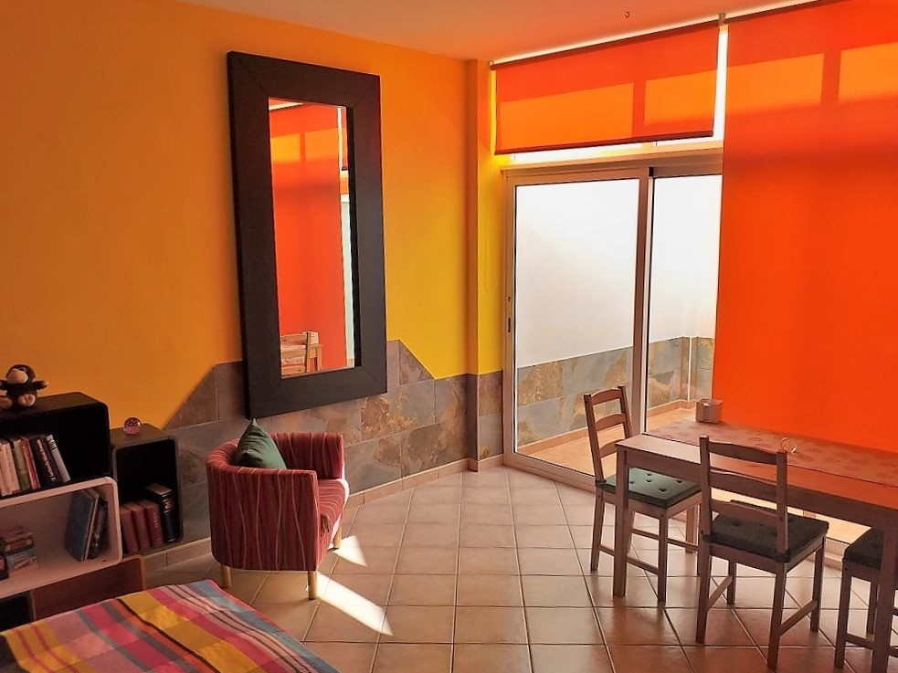 Ferienhaus in Abades SZ 5 Tisch und Sessel