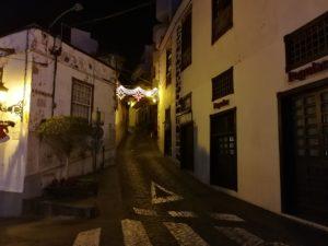 kleine Gasse in Icod de los Vinos. Auch abends lädt die Stadt dazu ein, ein wenig schlendern zu gehen.