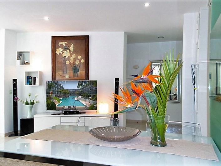 Ferienwohnung Areca Palm Mar mit Pool Wohnzimmer mit Fernseher