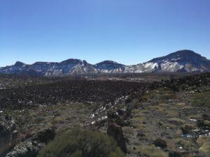 Die Caldera im Teide Nationalpark ist im Winter oft schneebedeckt.